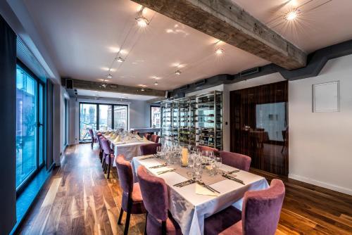 Restauracja lub miejsce do jedzenia w obiekcie Plenty