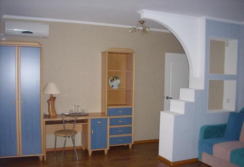 A kitchen or kitchenette at Apartamenty DC Yuzhniy