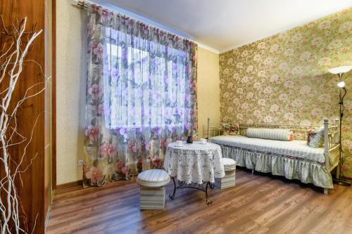 A bed or beds in a room at Apartment on Virmenska 14