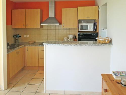 A kitchen or kitchenette at Apartment Côte Sud-3