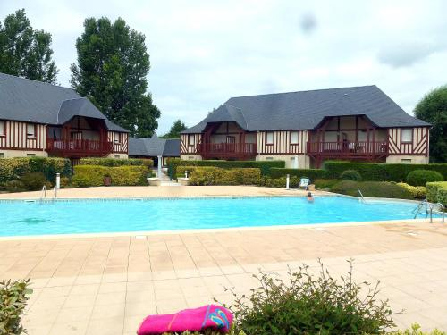 The swimming pool at or near Apartment Domaine de Clairefontaine-1