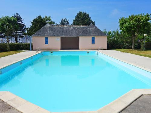 The swimming pool at or near Apartment Le Yacht Club - RHU365