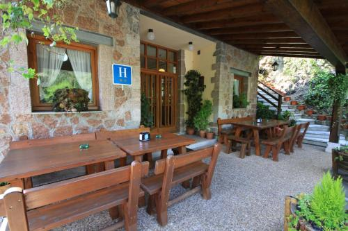 A restaurant or other place to eat at Hotel La Salmonera