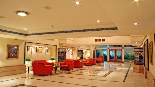 Aditya Park-A Sarovar Portico Hotelのロビーまたはフロント