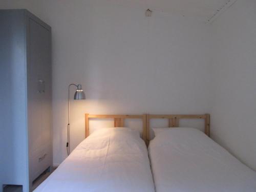A bed or beds in a room at Zeealsem
