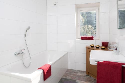 Ein Badezimmer in der Unterkunft Zum Hirsch