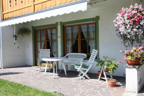 Ein Patio oder anderer Außenbereich in der Unterkunft Ferienwohnungen Kundler