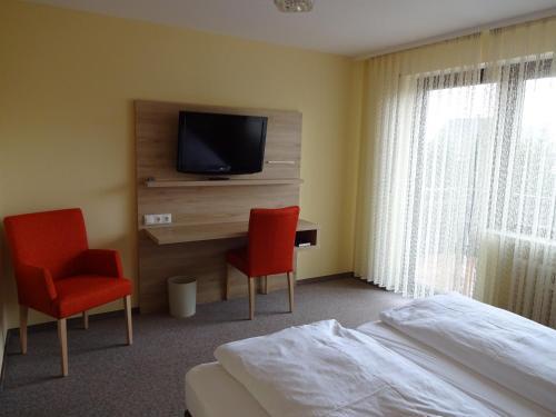 Ein Bett oder Betten in einem Zimmer der Unterkunft Gasthof Hotel Zum Ross