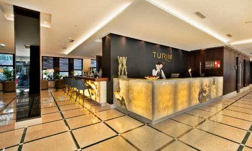 The lobby or reception area at TURIM Marques Hotel