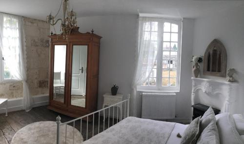 A bed or beds in a room at La Maison Du Pont