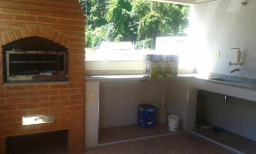 A kitchen or kitchenette at Casa Oliveira