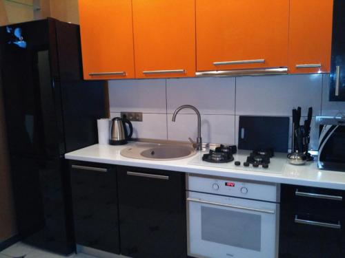 A kitchen or kitchenette at GIL Apartment квартира возле ТЦ Дастор