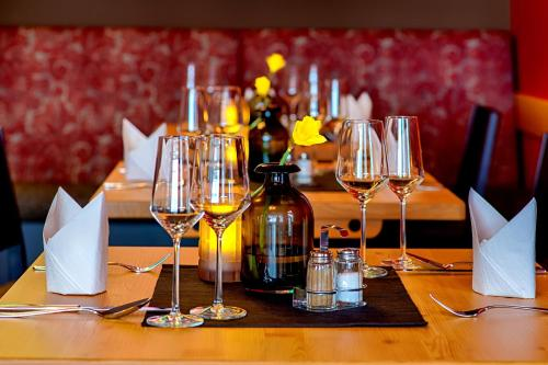 A restaurant or other place to eat at Hotel Wilna