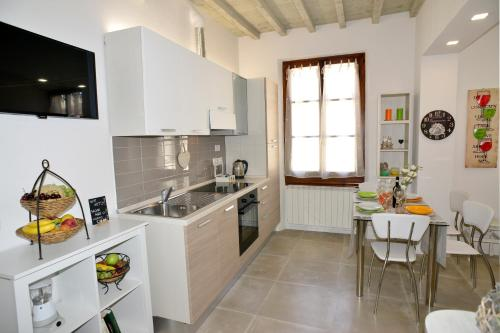 Una cocina o zona de cocina en Ognissanti 67