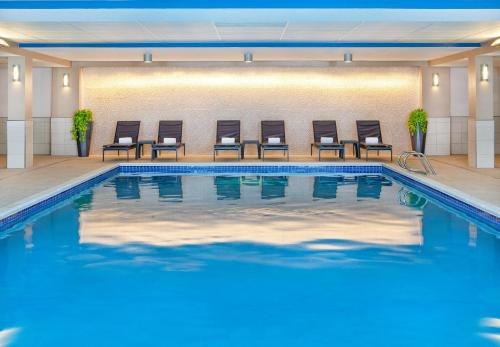 The swimming pool at or near Sheraton Portsmouth Harborside Hotel