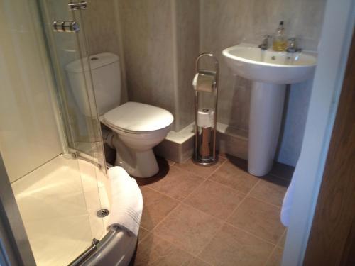 A bathroom at Park Farm B&B