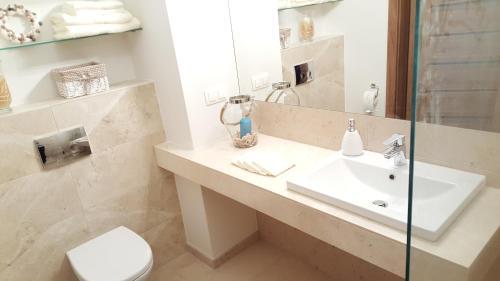Łazienka w obiekcie Admiral Apartment