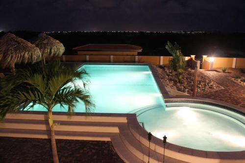 Uitzicht op het zwembad bij Wanapa Lodge of in de buurt