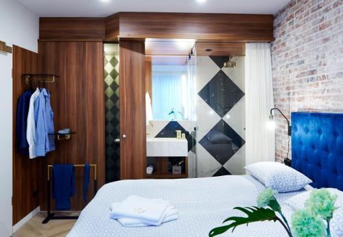 Ein Bett oder Betten in einem Zimmer der Unterkunft Five Rooms