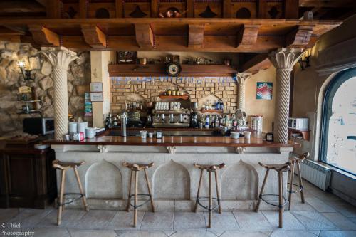 The lounge or bar area at Hotel Restaurante El Castillo