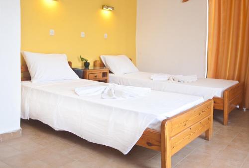 Ein Bett oder Betten in einem Zimmer der Unterkunft Omiros