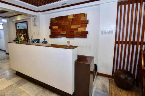The lobby or reception area at ZEN Rooms Abozza Station 2