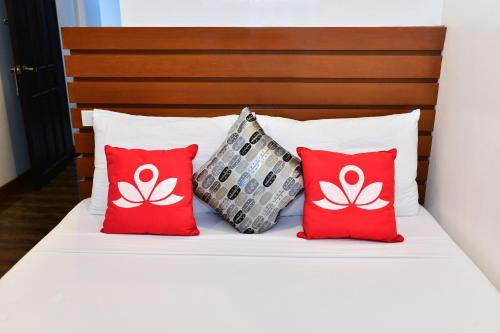 A bed or beds in a room at ZEN Rooms Abozza Station 2
