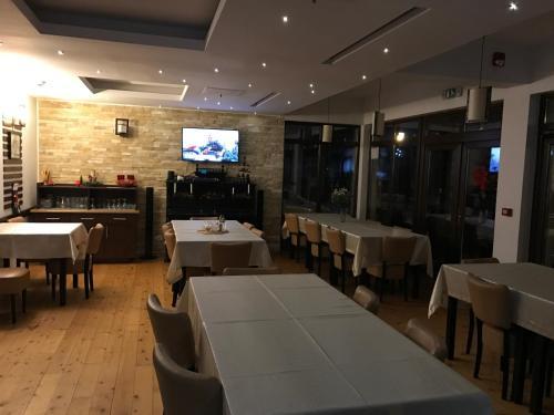 Un restaurant sau alt loc unde se poate mânca la Pensiunea Carpe Diem