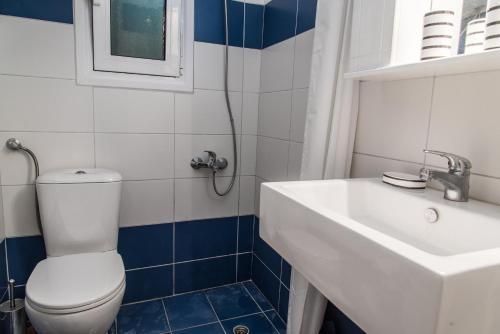 A bathroom at Elounda Apartments by The Sea