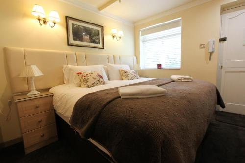A bed or beds in a room at Henley Boutique Lodge