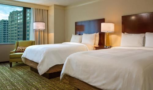 A bed or beds in a room at Washington Marriott at Metro Center