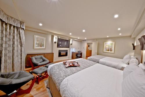 A bed or beds in a room at Hotel Strata
