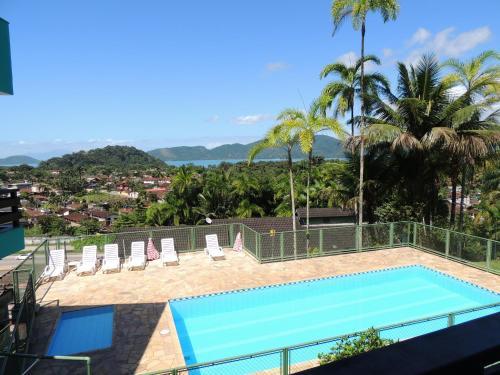 Uma vista da piscina em Marencanto Pousada ou nos arredores