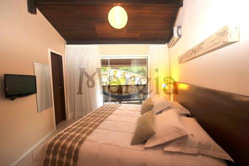 A bed or beds in a room at Pousada Mareia