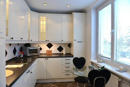 Kuchyň nebo kuchyňský kout v ubytování White Apartment