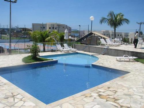 A piscina localizada em Apto Cabo Frio ou nos arredores