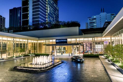 The swimming pool at or close to Pullman Bangkok King Power