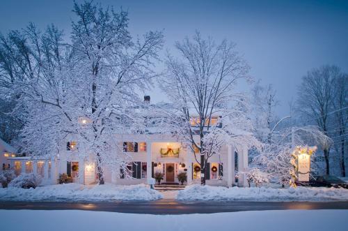The Dorset Inn during the winter