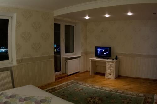 Телевизор и/или развлекательный центр в апартаменты на Интернациональной