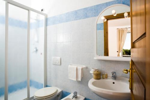 A bathroom at Hotel Poggio del Sole