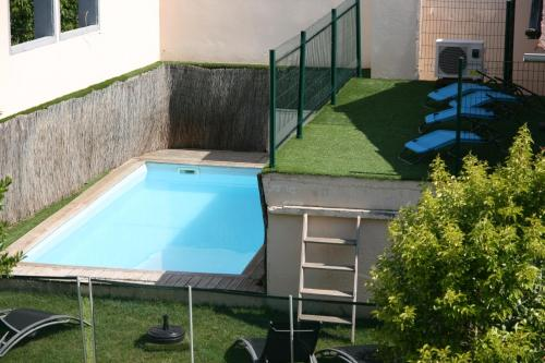A view of the pool at Un Coin de Paradis or nearby