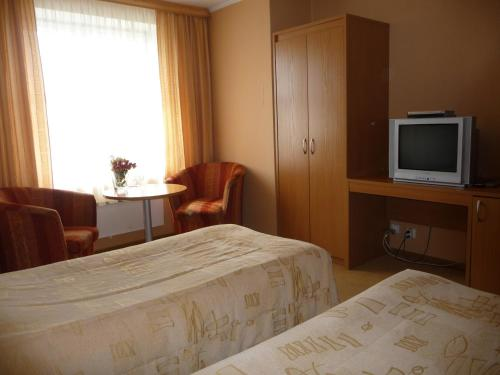 A bed or beds in a room at Motel Tėvynė