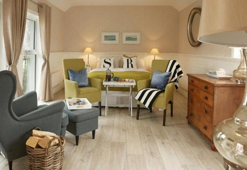 A seating area at Roseville House - Luxury Accommodation