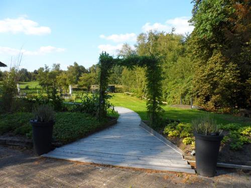 Ein Garten an der Unterkunft Buntes Moor