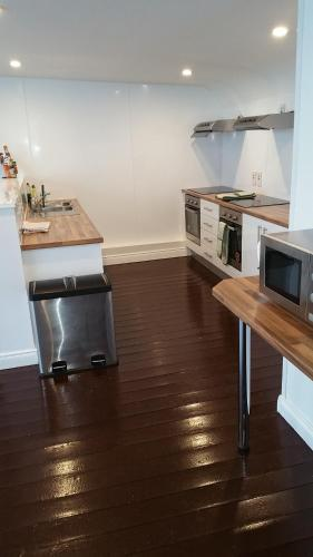 A kitchen or kitchenette at Charlotte Rooms