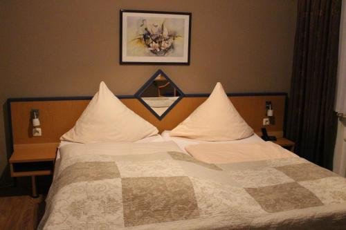 Ein Bett oder Betten in einem Zimmer der Unterkunft Hotel Graf Luckner