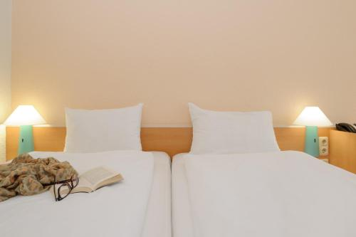 A bed or beds in a room at ibis Bochum Zentrum
