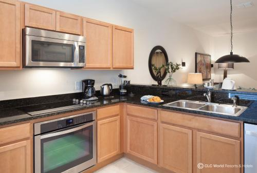 A kitchen or kitchenette at CLC Encantada Resort Vacation Townhomes