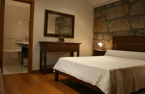 Uma cama ou camas num quarto em Quinta d'Arroteia