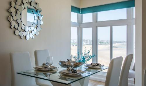 A restaurant or other place to eat at Sea-view beachfront apartments, 1 minute to the beach, uninterrupted sunset views, perfect tranquil coastal escape in central location above Buoy and Oyster restaurant